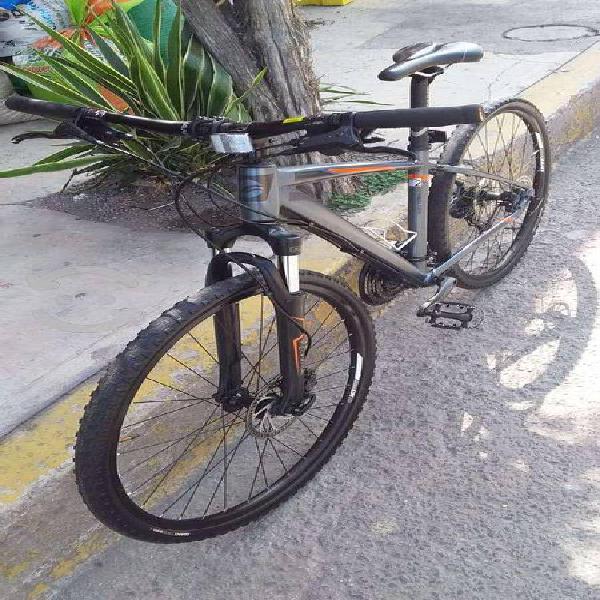 Bicicleta giant roam 2