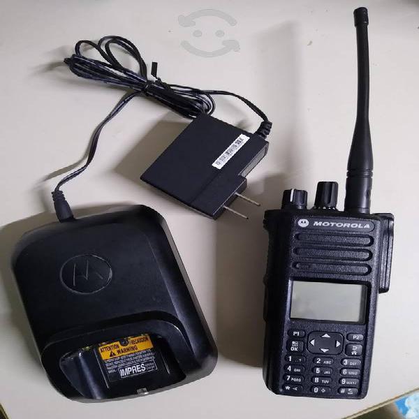 Radio motorola dgp8550 uhf excelente con cargador