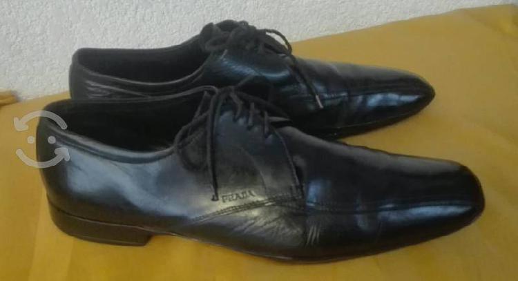 Finos zapatos marca prada.#28 mex.color negro.