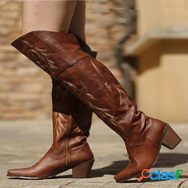 Mujer tribal de gran tamaño patrón retro cálido hasta la rodilla botas