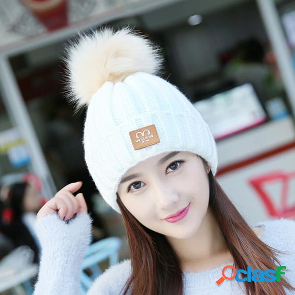 Sombrero de las gorritas tejidas de skullies del color sólido del invierno de las mujeres calientes con el sombrero hecho punto a prueba de viento del oído del pompom de la piel caliente