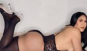Daniela muy femenina con un cuerpo de diosa bb