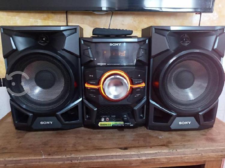 Estéreo sony 2 bocinas usb/ lector cd's