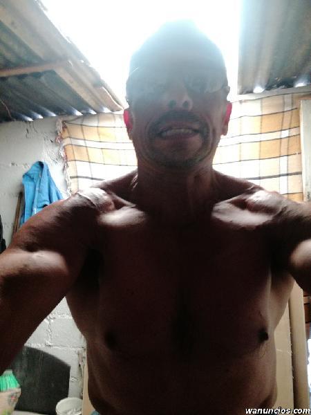 Macho alfa ofrece servicio de ricos masajes extremos