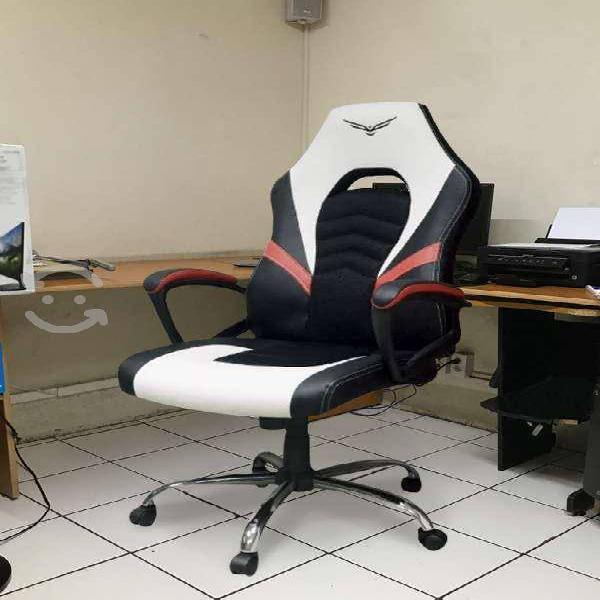 Silla gamer naceb titan negro y blanco reclinable