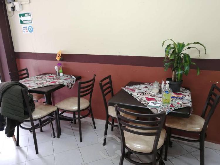 Juego de comedor con tres sillas (3 sillas)