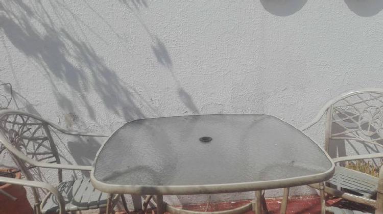 Mesa para jardín c/ 4 sillas