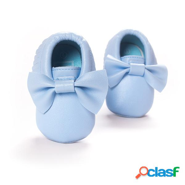Deslizamiento de nudo de mariposa bebé en zapatos planos con borla antes de caminar para 0-24 m