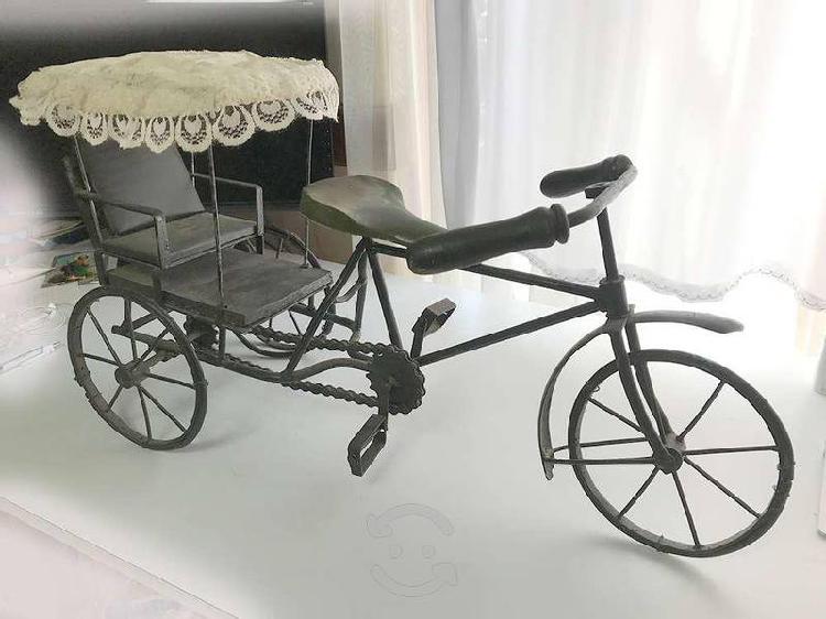 Antigüedad decorativa bicicleta metálica triciclo