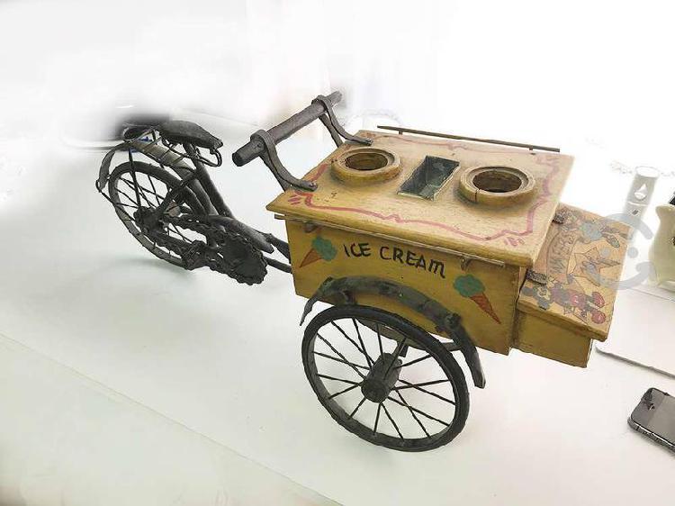 Antigüedad decorativa bicicleta triciclo de helado