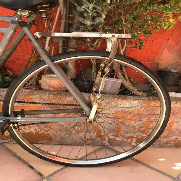 Bicicleta turismo r28 y con varios extras