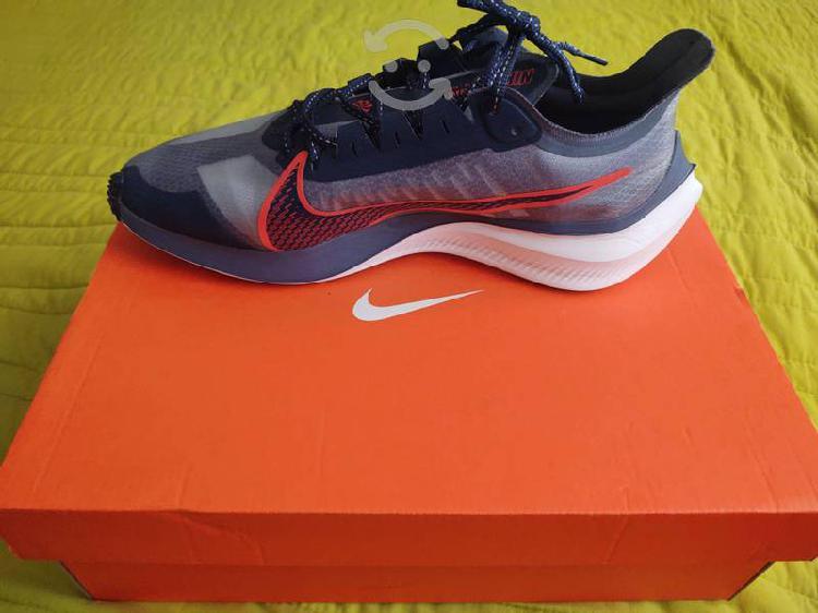 Nike zoom gravity talla 8
