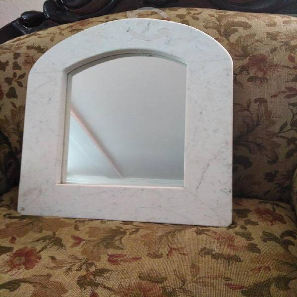 Espejo de mármol blanco