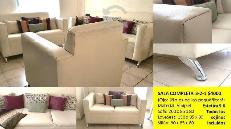 Hermosa y amplia sala (sofá, love y sillón)