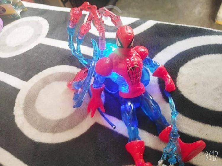 Hombre araña muñeco tiene luz
