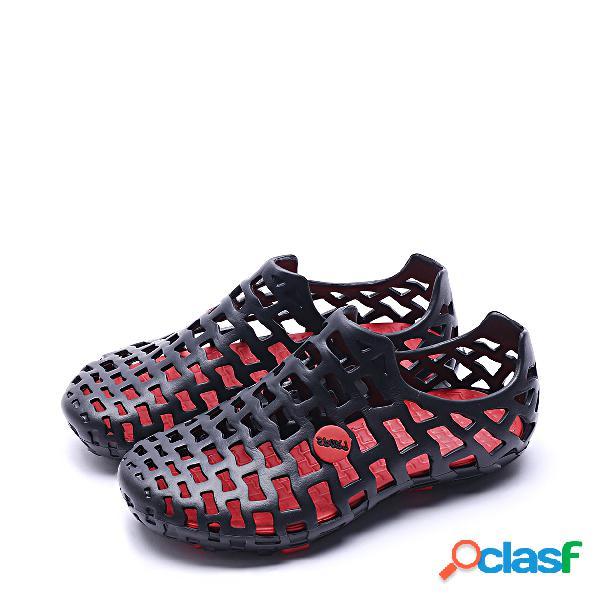 Sandalias planas de diseño hueco negro