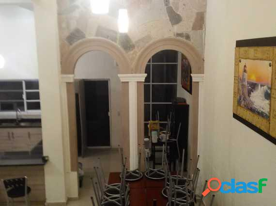 Casa remodelada en sagrada familia urge