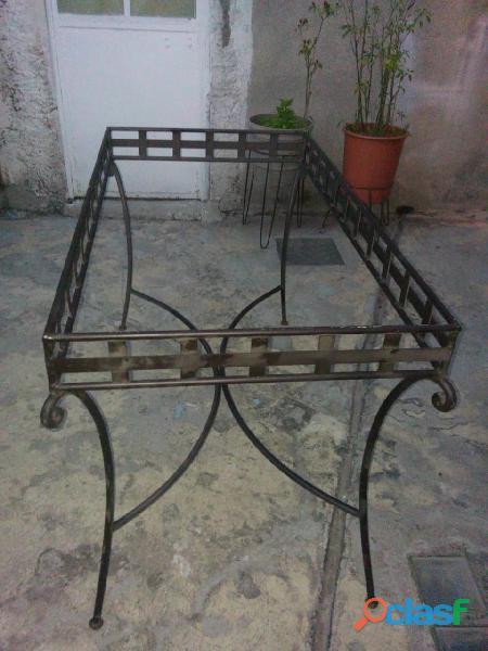 mesa de hierro forjado con cristal