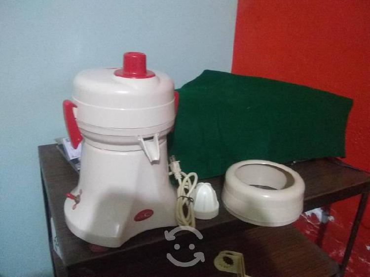 Se vende extractor de jugos de uso rudo