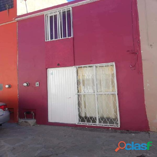 Casa fracc 2 niveles 2 rec, fracc 3 Cruzes Zacatecas, buena ubicación!!