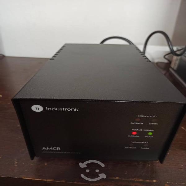 Regulador de luz y acondicionador de voltaje.
