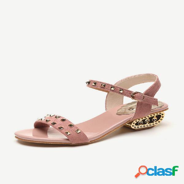 Hebilla gruesa con tachuelas de tacón alto para mujer y nueva palabra de temporada con zapatos de mujer con salvaje sandalias