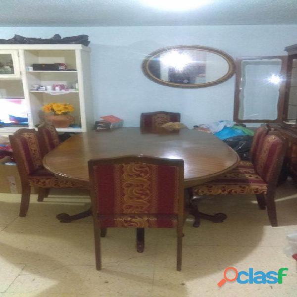 Mesa para Comedor, 6 sillas con vitrina y trinchador