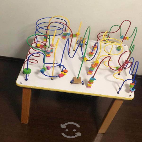 Mesa infantil con laberintos