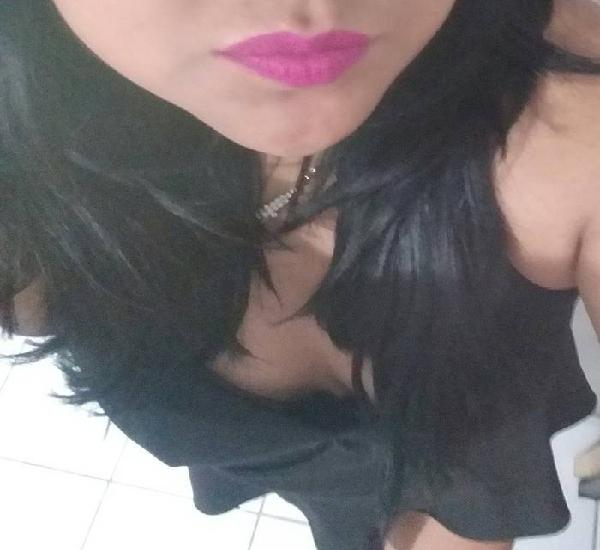 Chica caliente disponible para cojer riko