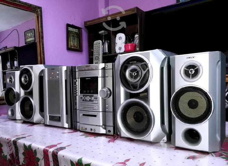 Potente estéreo sony genezi mod mhc-rg88