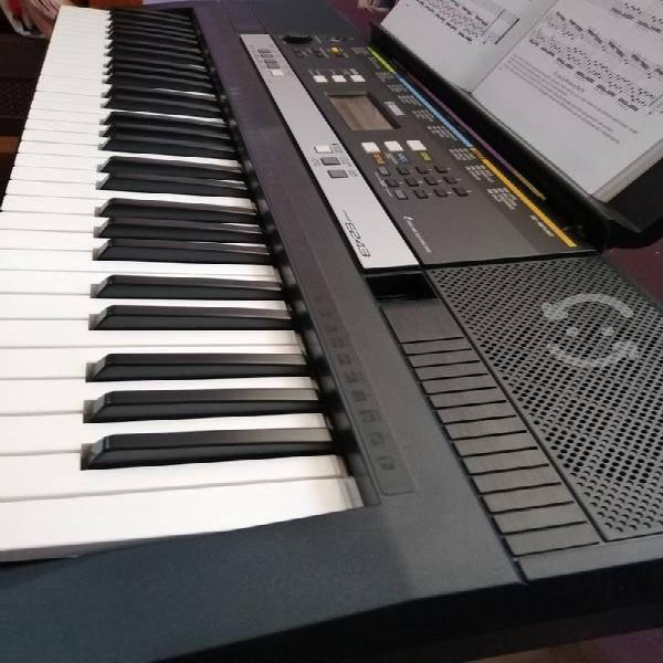 Teclado yamaha musical psr e243