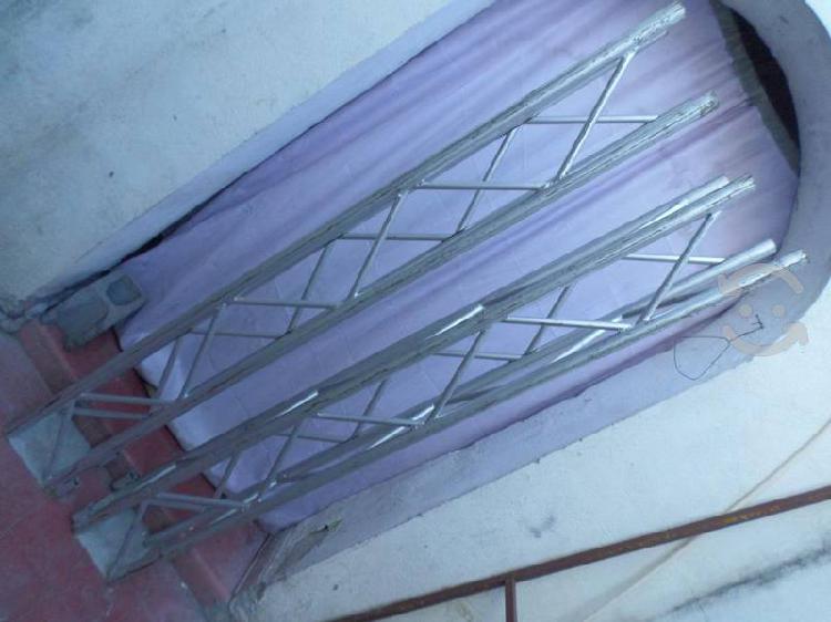 Estructura sonido luces de fierro con base