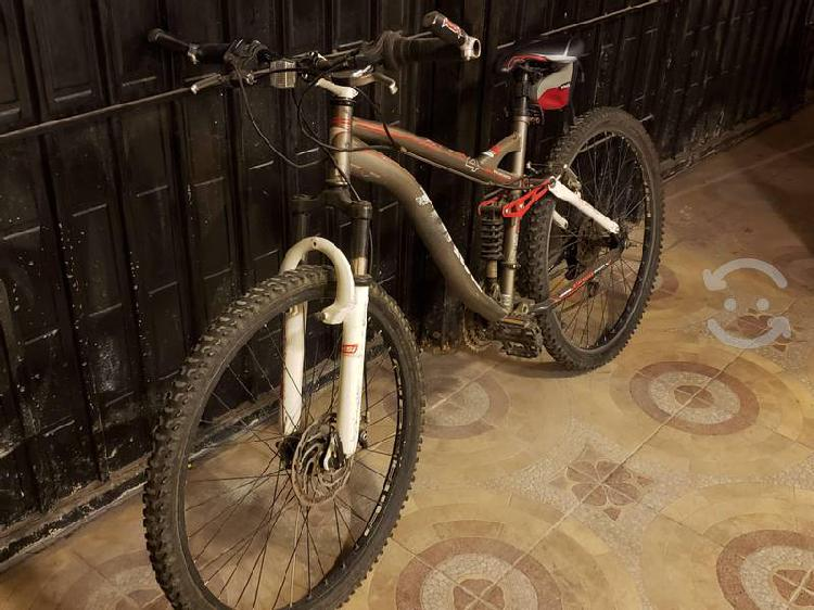 Bicicleta turbo r26 doble susp frenos disco 18 vel