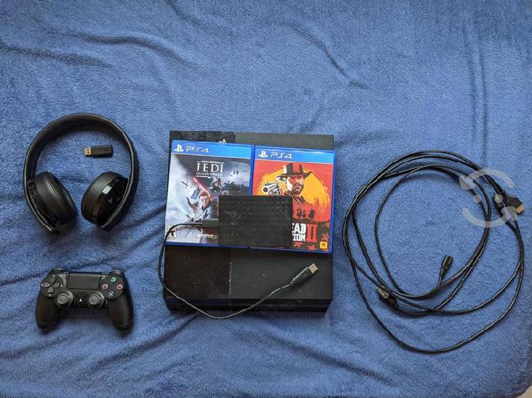 Playstation 4 con 4 juegos