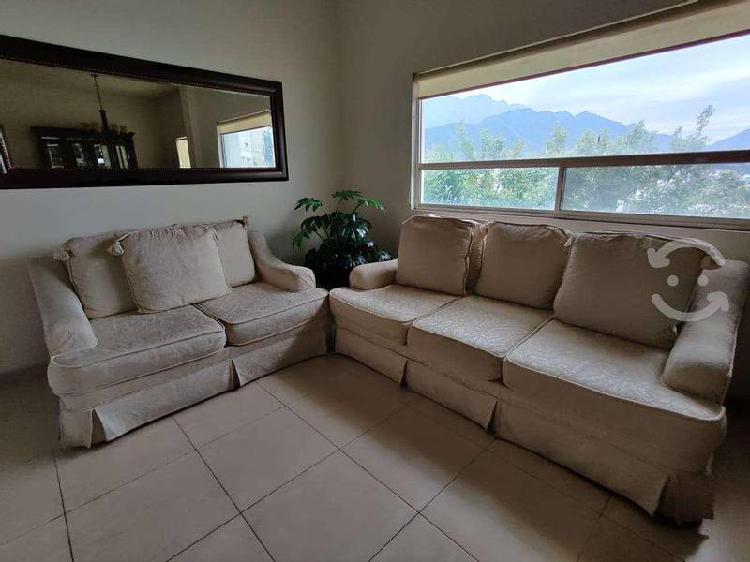 Sala van beuren, color hueso. sofá y love seat
