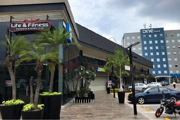 Local comercial en plaza forum center