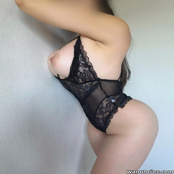 Soy Mónica una chica sexy, elegante y muy sensual. (centro)