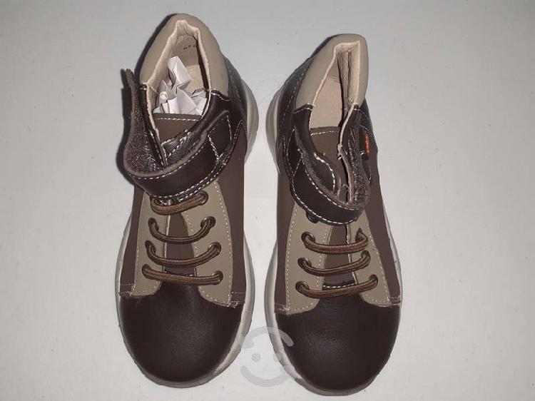 Bonitos zapatos color cafe con beige