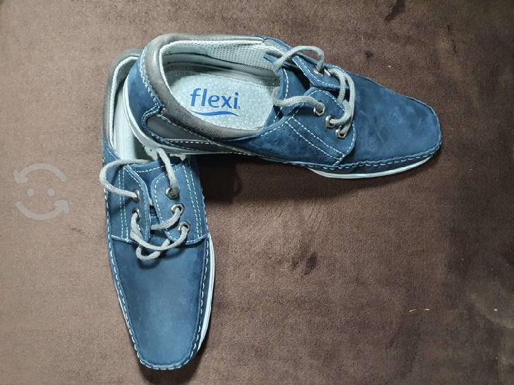 """Zapatos """"flexi"""" azul de vestir"""