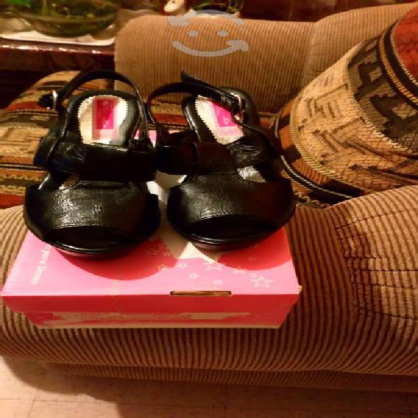 Zapatos de piel abiertos