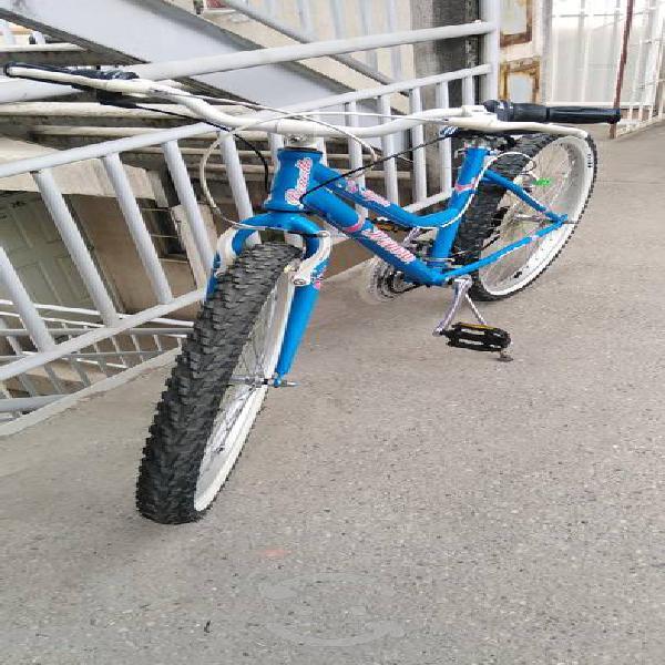 se vende bonita bicicleta para mujer
