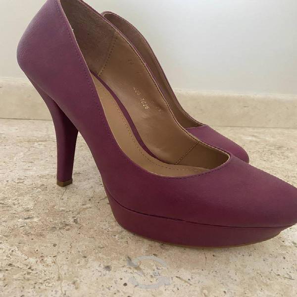 5 pares de zapatos en excelente estado talla 4