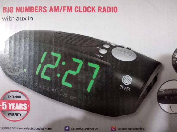 "Radio reloj am/fm despertador ""nuevo'"