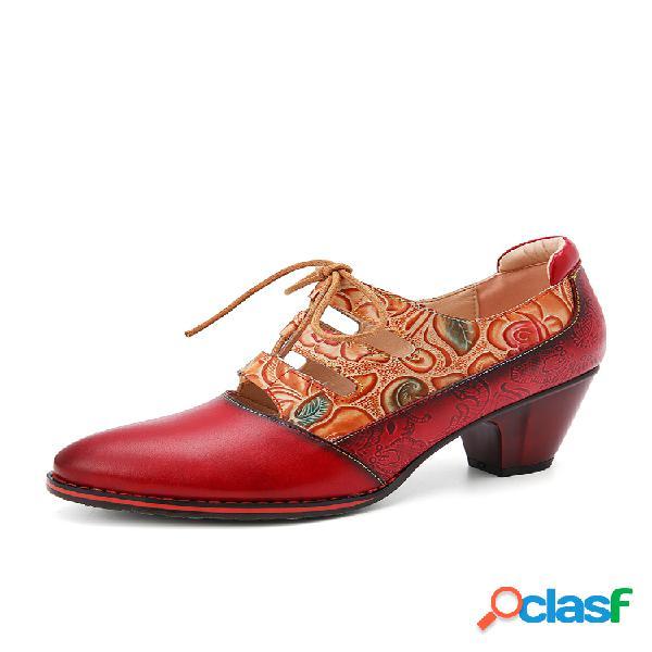 Socofy zapatos de tacón grueso con cordones de empalme de flores en relieve de cuero vestido zapatos