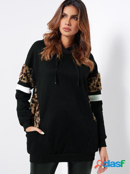 Sudadera con capucha negra con estampado de leopardo mullido casual
