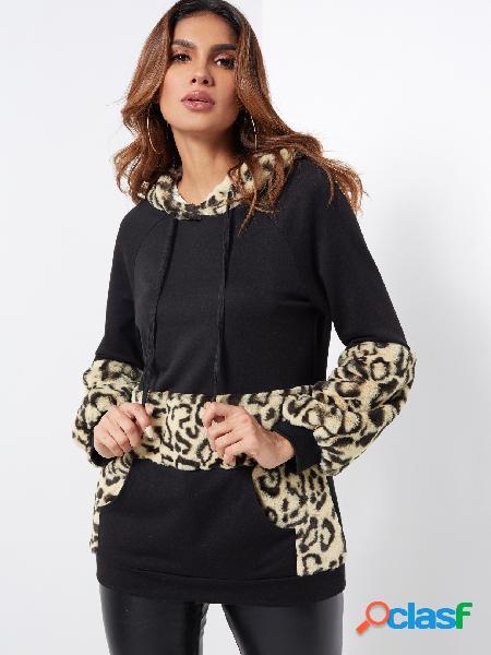 Sudadera con capucha de bolsillo canguro con estampado de leopardo negro ocasional