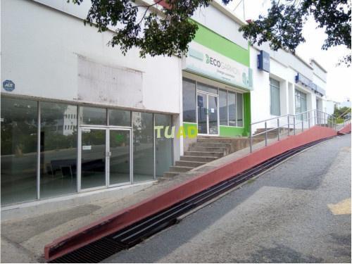 Rento local en plaza mirador cerca de bancomer