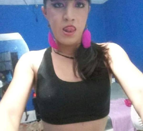 Chica trans pasiva activa