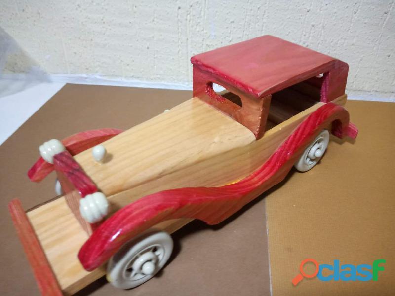 Carro clásico de madera