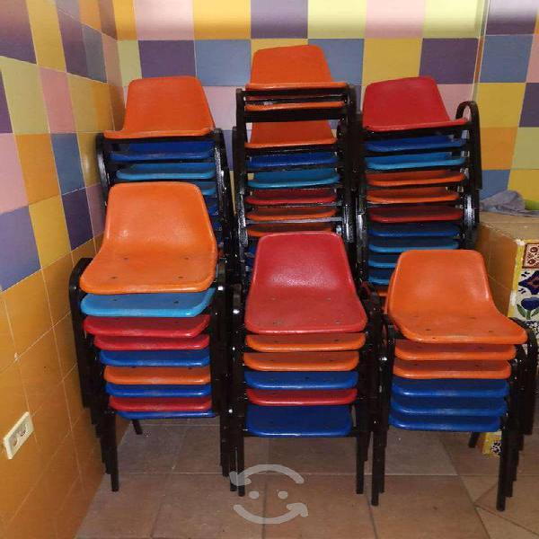 Combo de sillas y mesas infantiles
